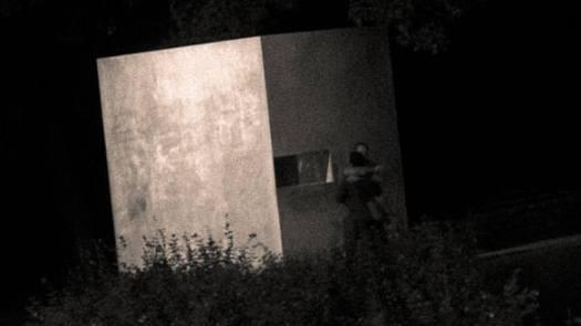 Steinquader in der Nacht