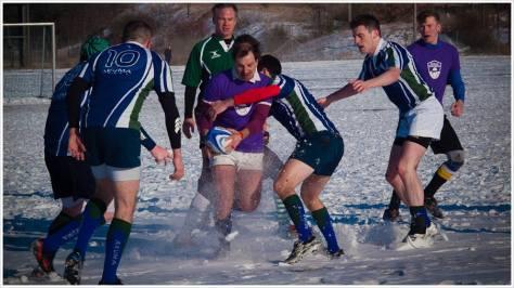 Rugbyspieler im Schnee