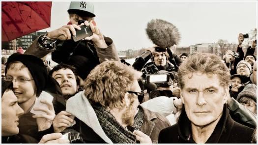 David Hasselhoff umringt von Fans und Presse