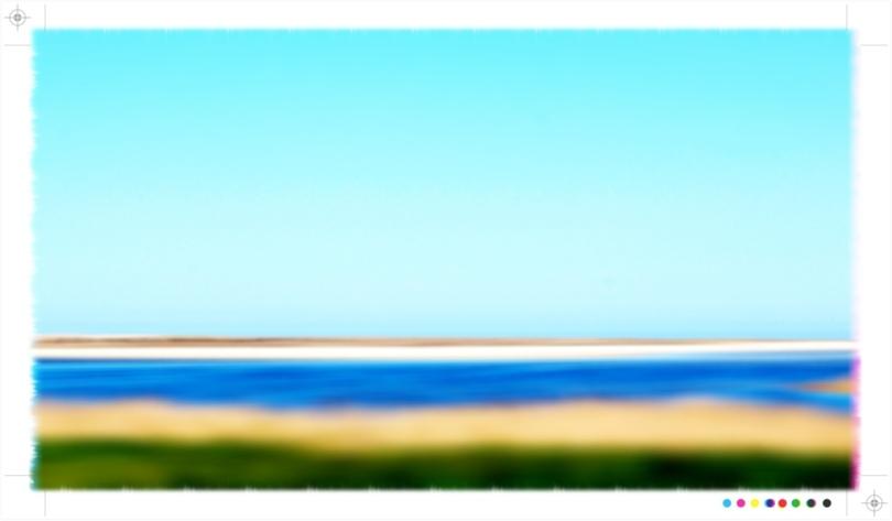 Ein verwischtes Bild der Ostsee mit Strand