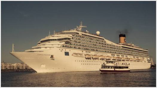 Auslaufen der Costa Fortuna vom Cruise Center Warnemünde - Foto: h|b
