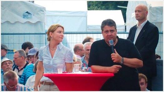 Sigmar Gabriel beantwortet politische Fragen - Foto: h|b