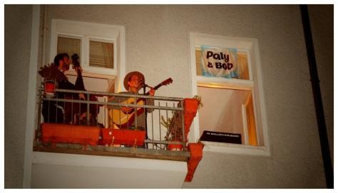 Singender Balkon in der Kopernikusstraße