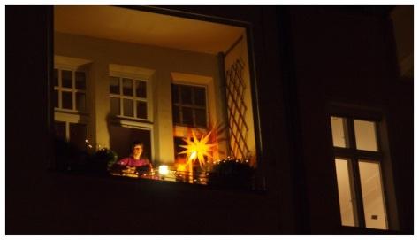Ursula singt vom Balkon