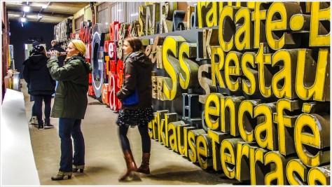 Buchstabenwand ohne Drehmöglichkeit - Foto: h|b