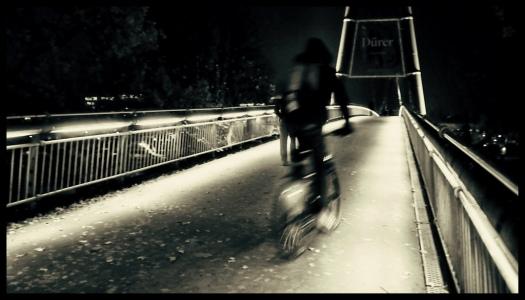 Radfahrer auf dem Holbeinsteg in Frankfurt