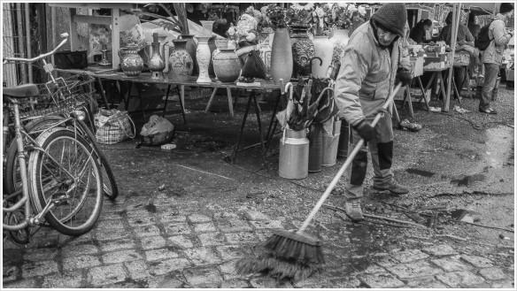 Saubermachen auf dem Flohmarkt am Mauerpark - Foto: h b