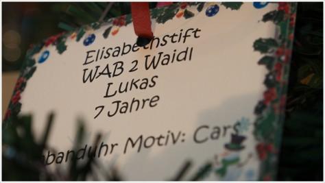 Einer von vielen Wunschzetteln am Wunschbaum - Foto: hb