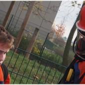 Zwei Jugendfeuerwehrleute mit Atemschutz