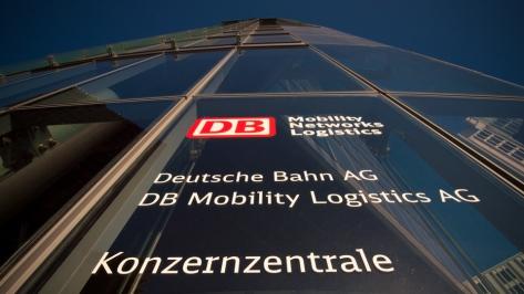 Die DB Konzernzentrale in Berlin am Potsdamer Platz - Foto: h|b