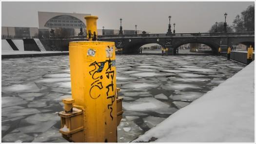 Plattentektonik in der Spree vor dem Kanzleramt - Foto: h|b