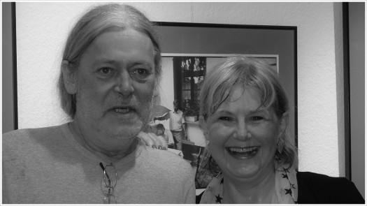 Der Fotograf Harald Hauswald mit seiner Laudatorin Marianne Birthler - Foto:h|b