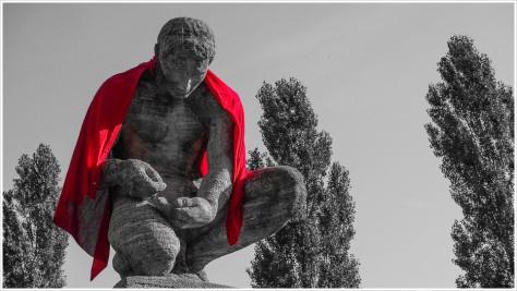 Ist es Rotkäppchen? Ist es Kaiser Rotbart? Nein, es ist Superman! - Foto: h b