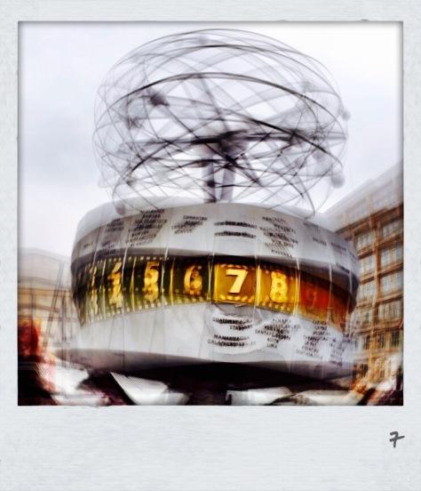 Weltzeituhr - Berlin Alexanderplatz - Foto:h|b