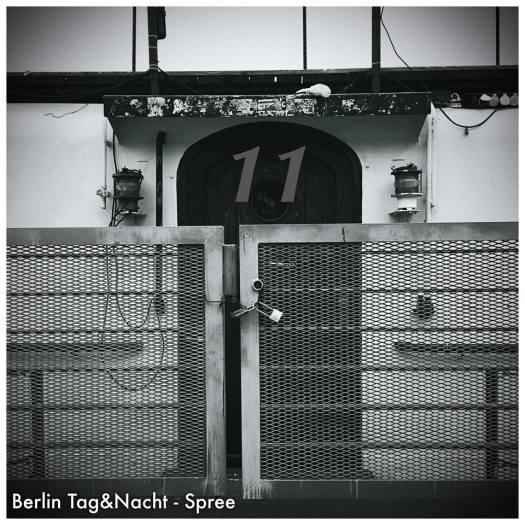 "Heute Türchen Nummer 11 - Das ""Kult-Hausboot"" an der Spree - Foto: h|b"