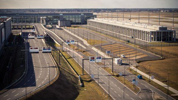 Geisterflughafen - Foto: h|b
