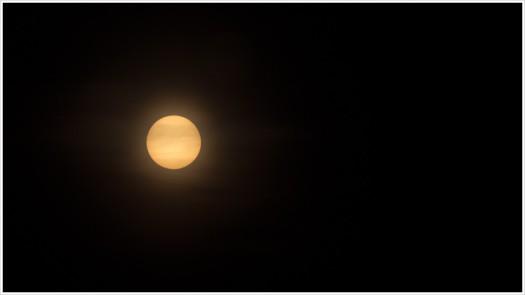 Die Sonne am gestrigen Abend - Foto:h|b Olympus OM-D E-M5 - 150 mm | 1/30 | f14 | ISO 100 - Doppelter ND 3