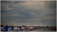 Mehr als 1400 Luftballons steigen in den Himmel über dem Tempelhofer Flughafen - Foto: h b