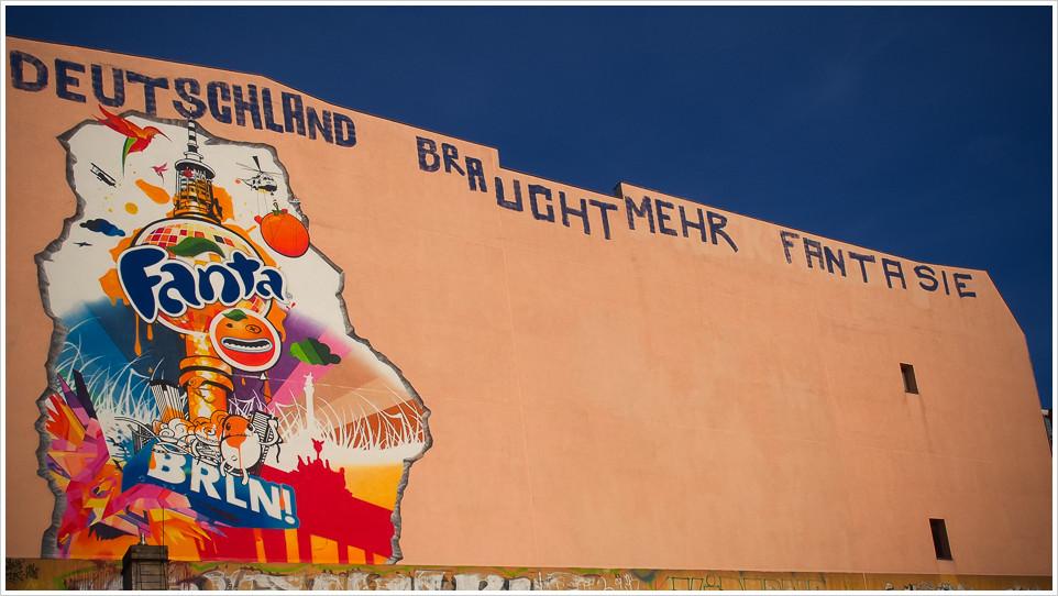 Fantawerbung in Berlin ergänzt um politischen Spruch