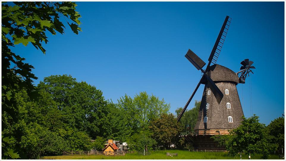 Windmühle im Britzer Garten in Berlin