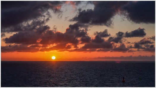 Sonnenaufgang vor Warnemünde - Foto: h|b