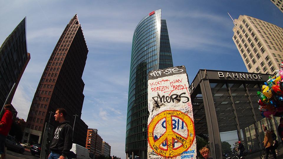 Hochhausensemble am Potsdamer Platz Berlin im Extremweitwinkel
