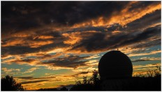 Observatorium mit Sonnenuntergang
