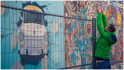 East Side Gallery mit Trabi und Touri