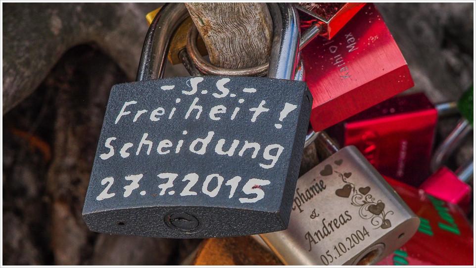 """Ein """"Liebesschloss"""" an der Zingster Seebrücke"""