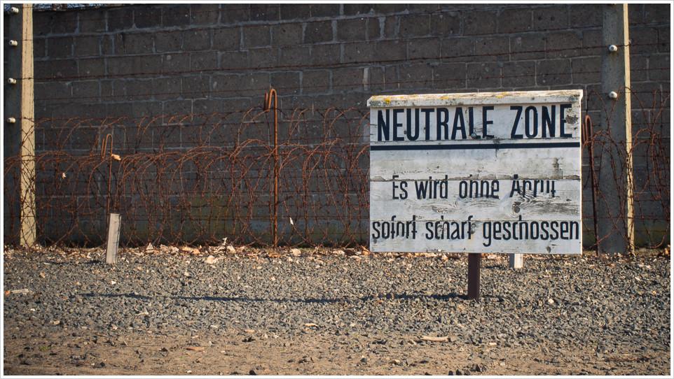 Warnschild im KZ Sachsenhausen