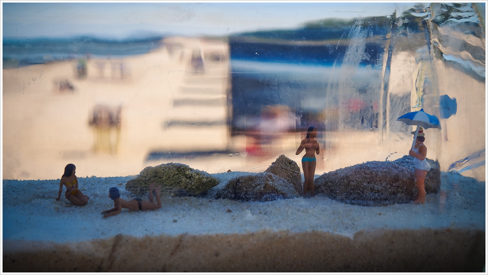 Miniaturfiguren in Flasche