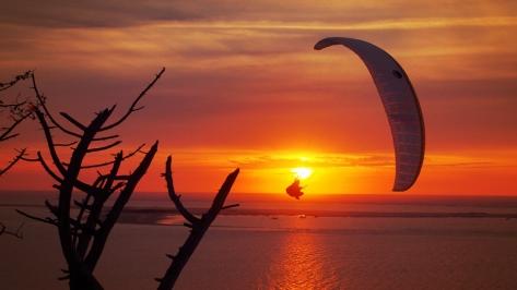 Paraglider im Sonnenuntergang - Foto: h|b