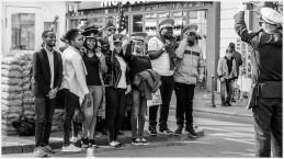 Stillgestanden, Checkpoint Charlie