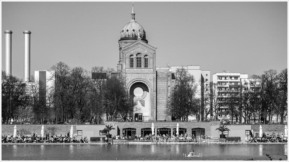 Engelbecken mit St. Michael Kirche