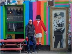 Banksy's Kissing Coppers - Foto: u|b