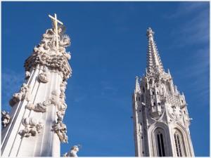 Pestsäule mit Kirchturm