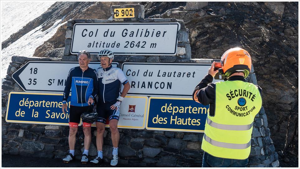 Zwei Radfahrer am Col du Galabier