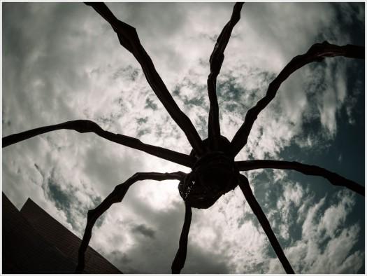 Maman, Spinnenskulptur von Louise Bourgeois