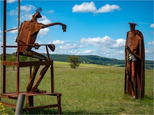 Skulpturen aus rostigem Stahl