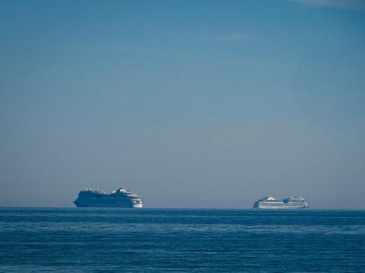 Zwei der kleinen AIDAs vor Frederikshavn