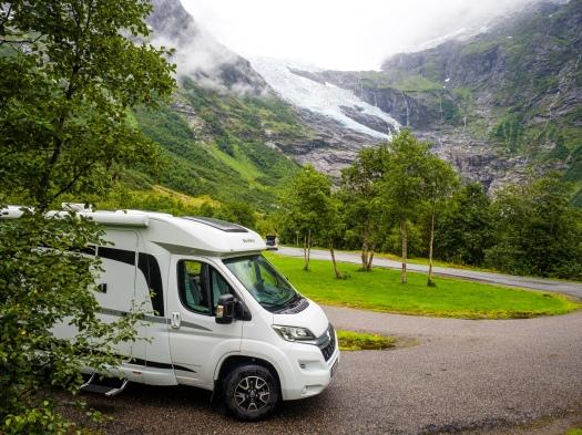 Wohnmobil vor dem Bøyabreen
