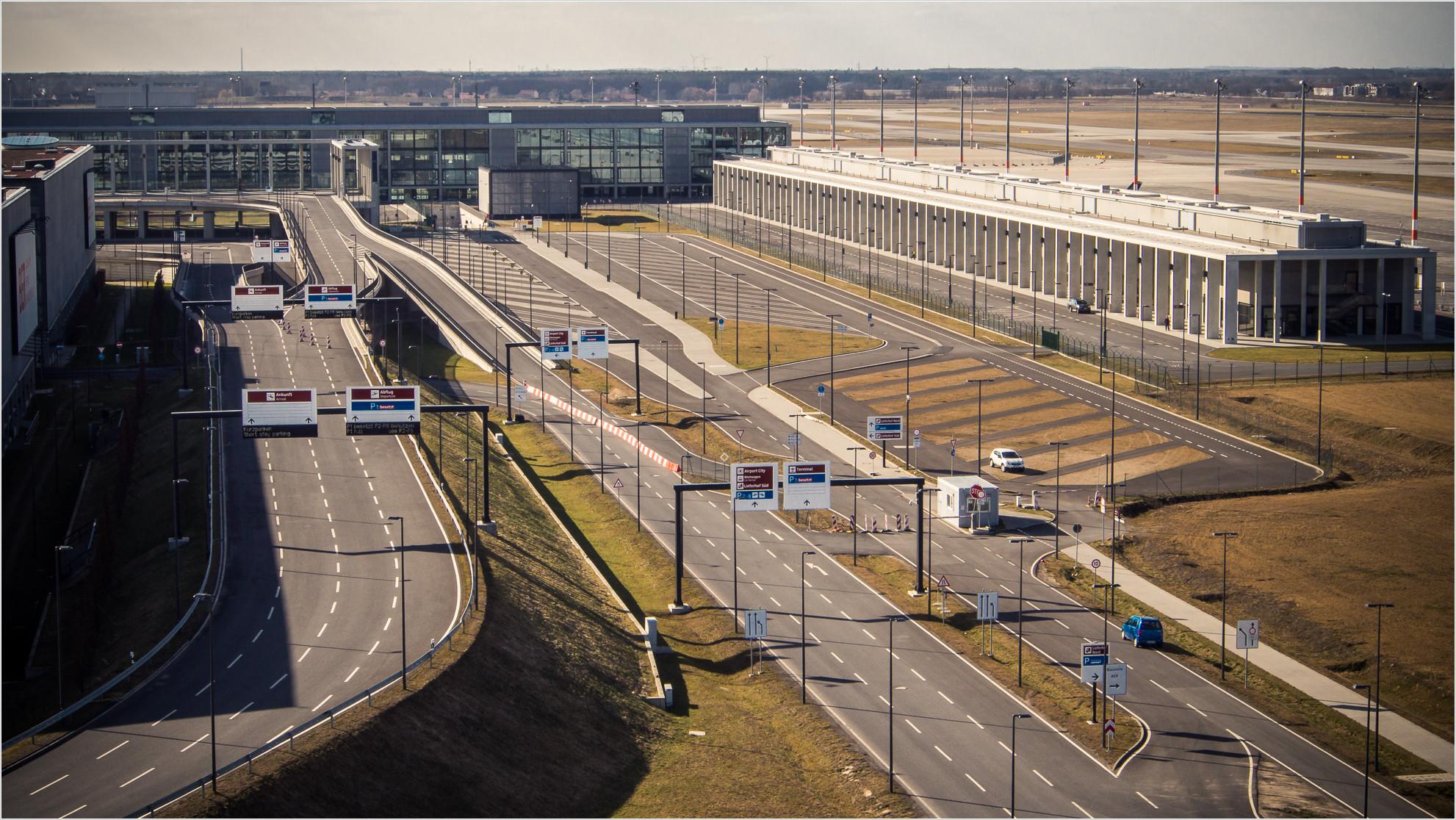 Flughafen Willy Brandt vom Aussichtsturm