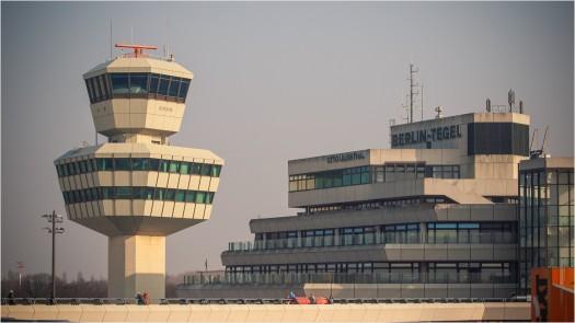 Flughafen Tegel mit Tower und Gebäude