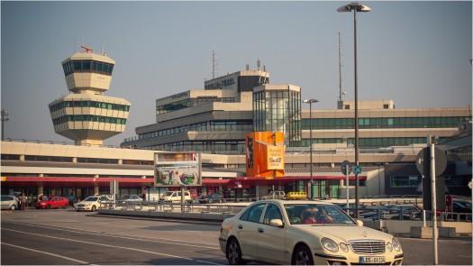 Flughafen Tegel mit Tower und Taxi