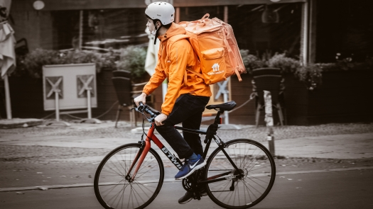 Lieferandofahrer auf Fahrrad