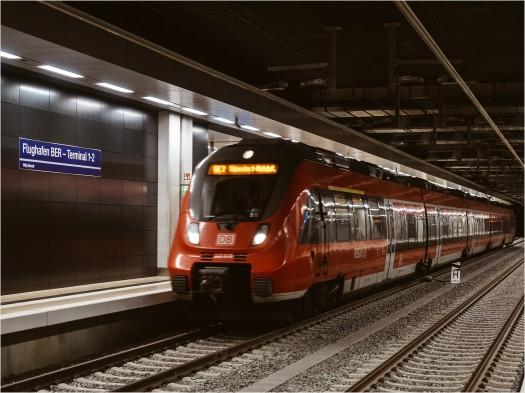 Regionalexpress im Tiefbahnhof am BER
