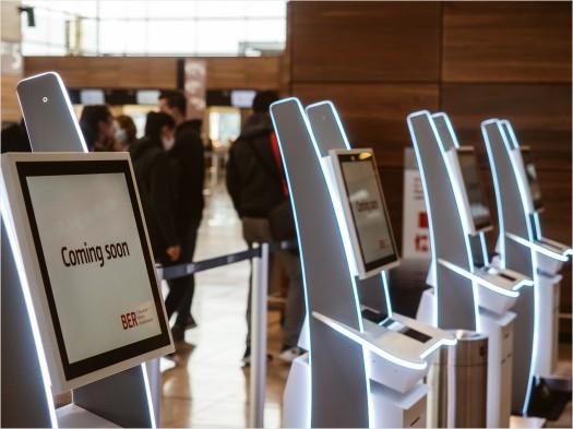 Terminals zum Selbst Check-in am BER