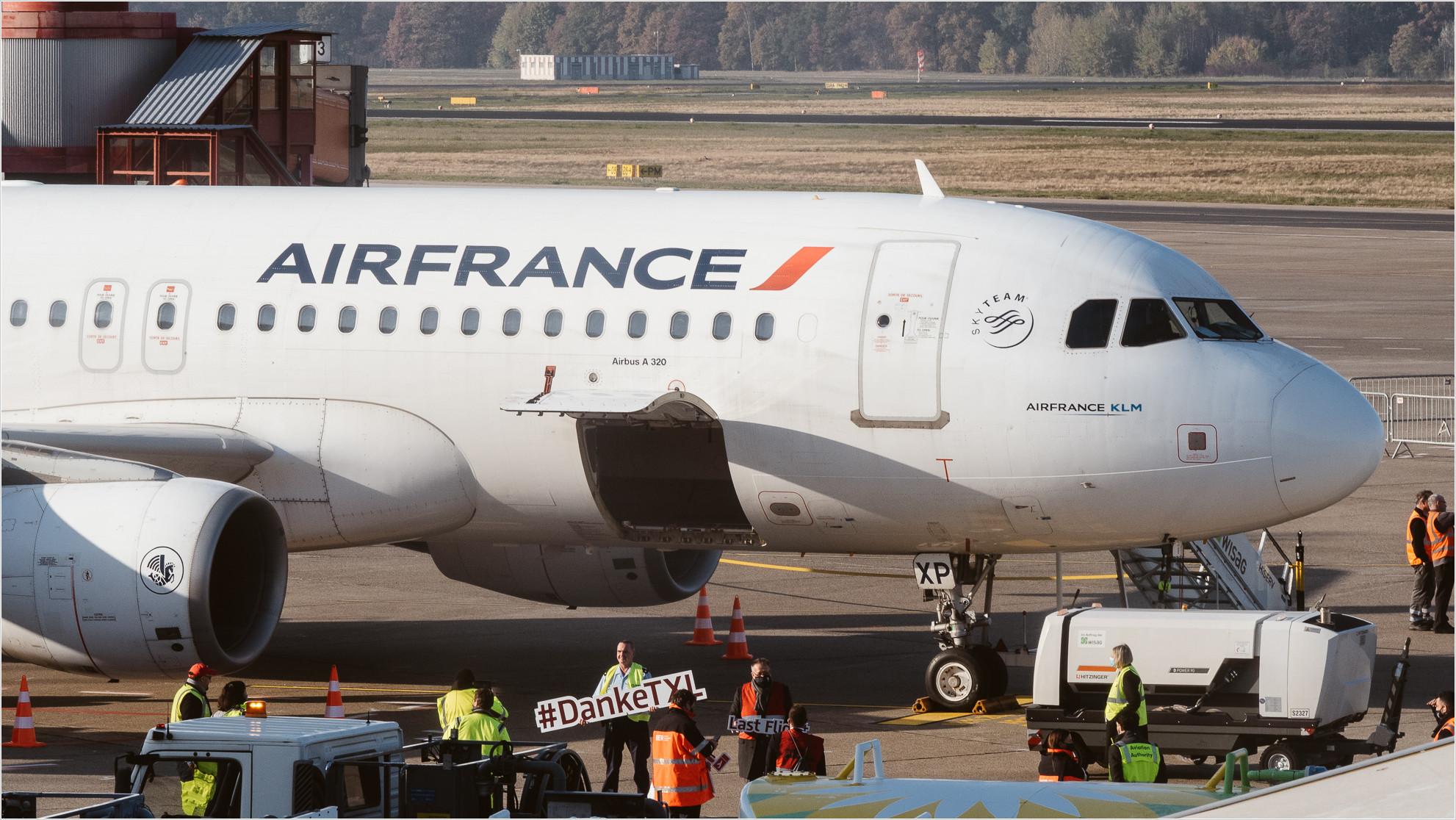 Ein Airbus 320 der Air France verlässt als letztes Flugzeug Tegel