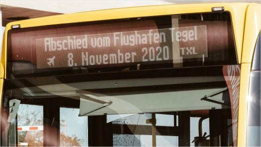 Abschied Tegel, Laufband am Bus