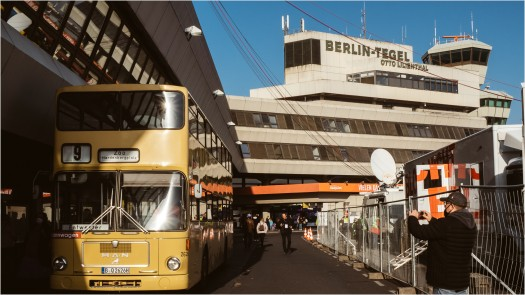 Linie 9, nostalgischer Bus am Flughafen Tegel